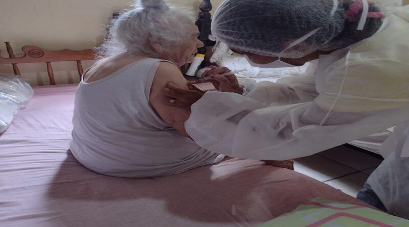 Ceará-Mirim inicia vacinação para idosos de 90 anos acima contra covid-19